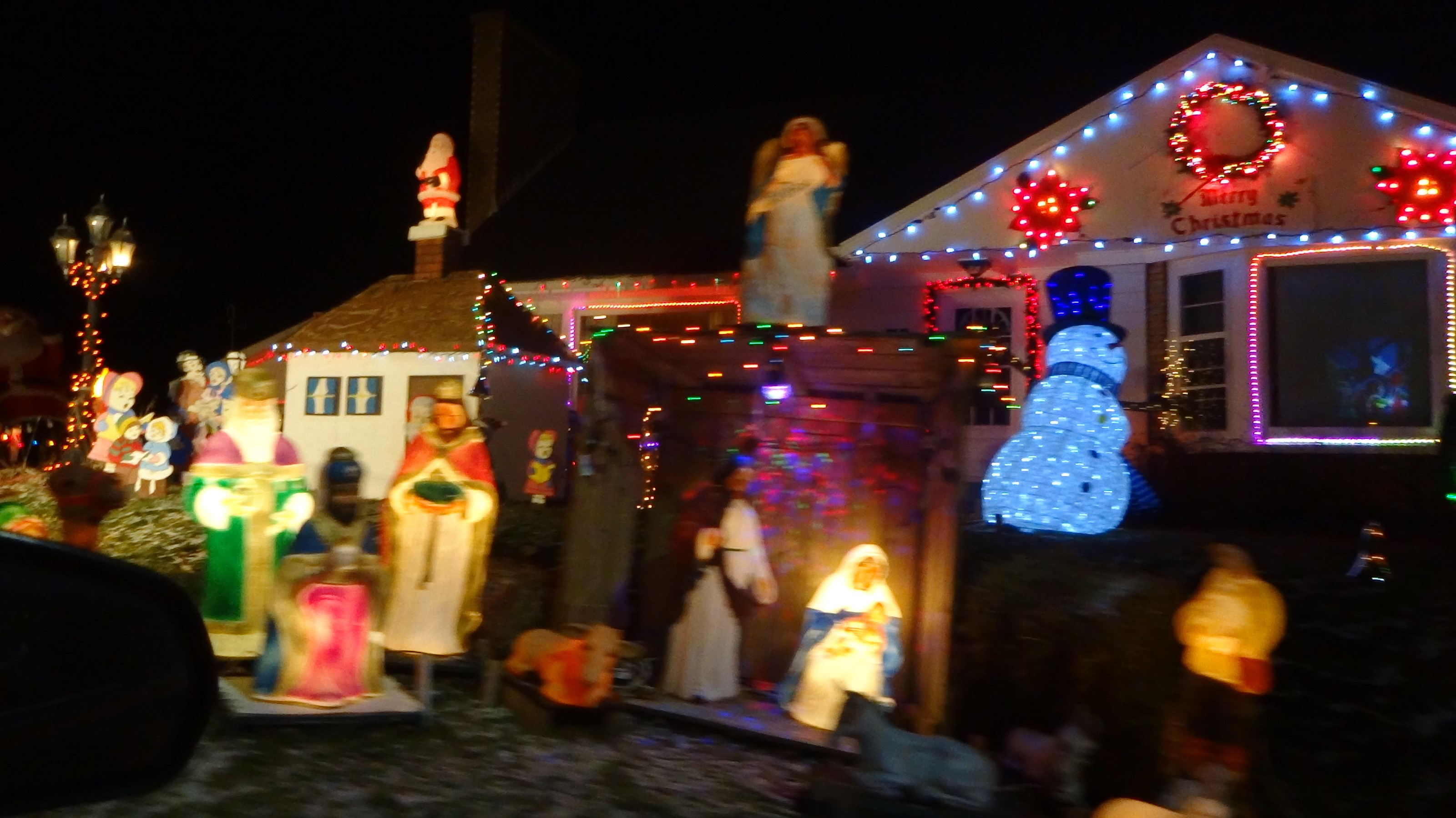Collection of Christmas lights Over 50 houses video&pictures